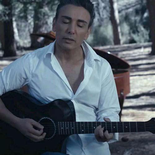 دانلود آهنگ جدید شادمهر عقیلی به نام روز سرد ورژن ویدئو